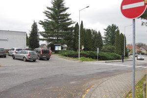 Výjazd z parkoviska v bojnckej časti Dubnica upraví nová značka.