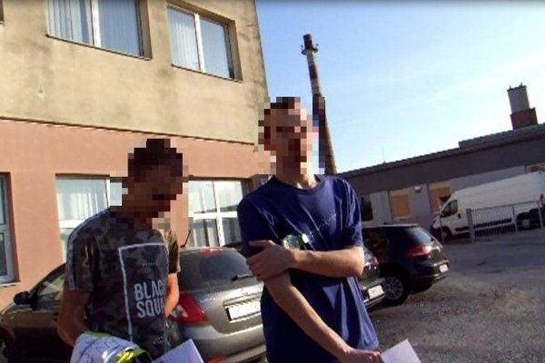 Zadržaní mladíci.