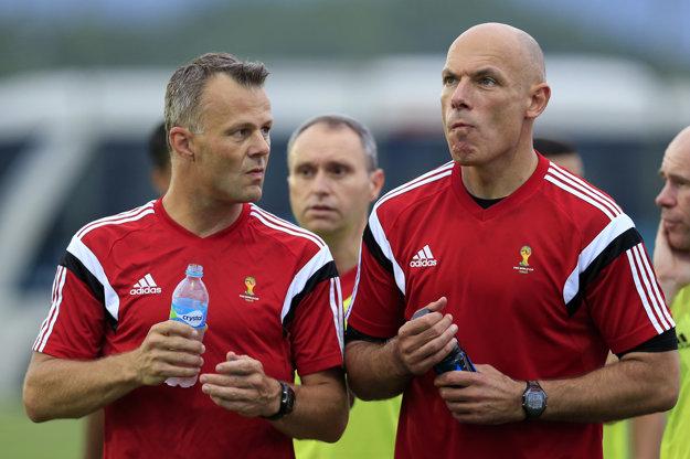 Björn Kuipers (vľavo) bude viesť finále Európskej ligy.