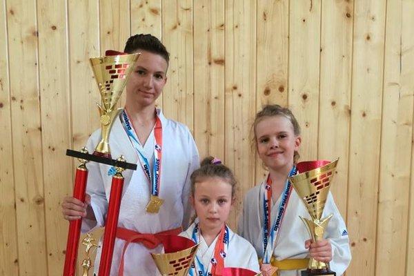 Zľava: Andrej Sedlár – zlato, Romana Streicherová – zlato abronz, Sofia Hatalová – bronz.