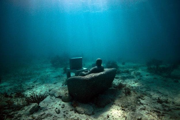 Inertia, jedna z podmorských sôch Jasona deCaires Taylora pri mexickom Cancúne.