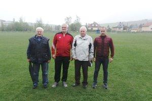 Zľava: Alfonz aĽuboš Chovanovci (TJ Družstevník Kvačany), Ladislav Majerčiak aMiroslav Švárny (TJ Prosiek).
