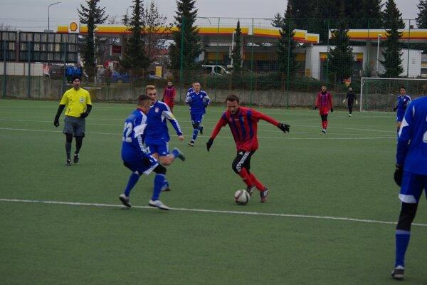 Andrej Kamendy (v červenom) v prípravnom zápase proti B. Bystrici
