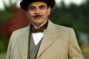 Poirot na snímke v podaní herca Davida Sucheta.