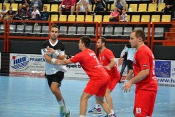 J. Kozák (vpravo) spolu s Firitom nastrieľali každý N. Zámkom po desať gólov.