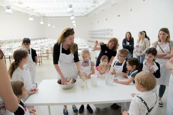 Výstava Eastern Sugar Ilony Németh v Kunsthalle, na ktorej si návštevníci mohli vyrobiť cukrové homole, získala cenu Nadácie Tatra banky za umenie 2018