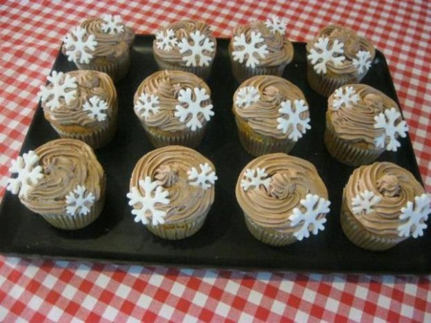 Čerešňovo-makovécupcakes s parížskou šľahačkou