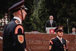 Prezident SR Andrej Kiska počas príhovoru v obci Makov.