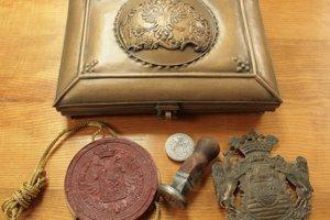 Kazeta na privilégia, pečať Márie Terézie, pečatidlo a erb