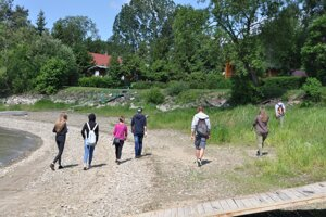 Tiborovi kamaráti prehľadávali brehy Oravskej priehrady.