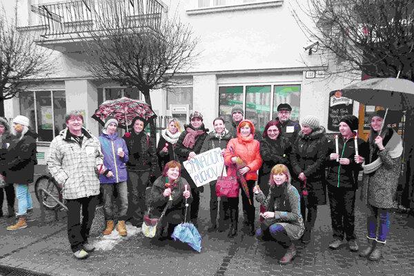 K protestu sa pripojili aj púchovskí učitelia.