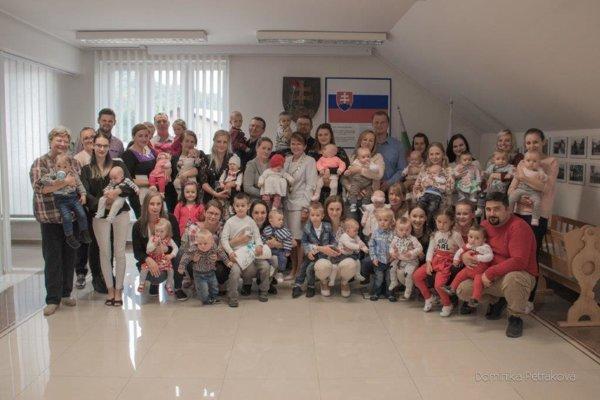 Slávnostné uvítanie najmenších občanov obce Skalité.