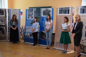 Nielen študenti si môžu pozrieť výstavu pod názvom Slovenské národné povstanie.