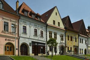 Na snímke druhá budova zľava budova na Radničnom námestí, v ktorej Stöckel pôsobil má na nej aj pamätnú tabuľu.