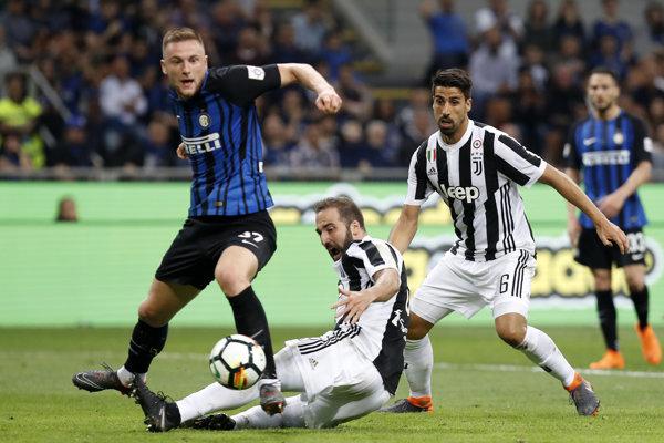 Milan Škriniar v súboji s Juventusom.