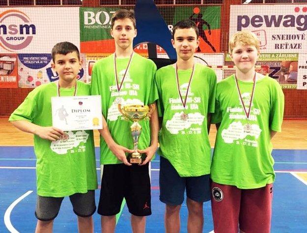 Na seredskom úspechu majú podiel aj štyria Nitrania, ktorí hrajú za Lokomotívu. Zľava Ľubomír Urban, Maroš Šimko, Ondrej Kapustík a Lukáš Barina.
