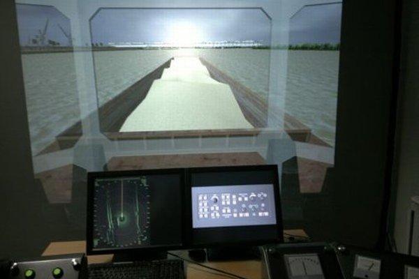 Katedrový lodný simulátor.