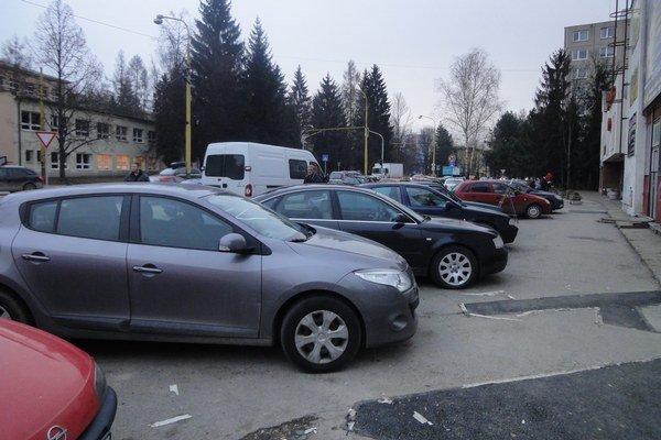 Parkovanie pri Juniore.
