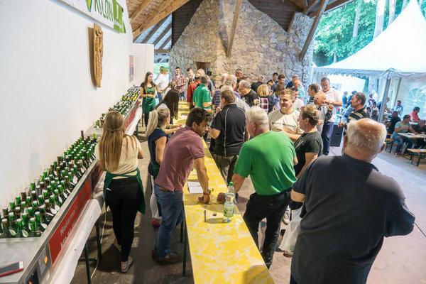 Milovníci vína si v sobotu v Kolíňanoch prídu na svoje. Snímka je z minuloročnej ochutnávky.