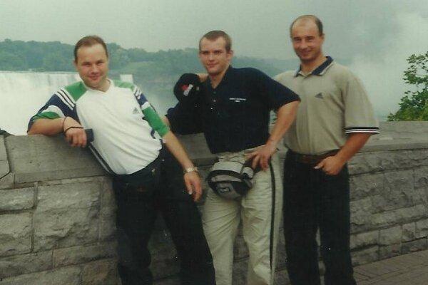 Ďuris, Kašša, Nauš pri Niagarských vodopádoch ako spoluhráči na MS 2001 vToronte.