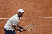 Španielsky tenista Fernando Verdasco postúpil v Paríži do osemfinále.