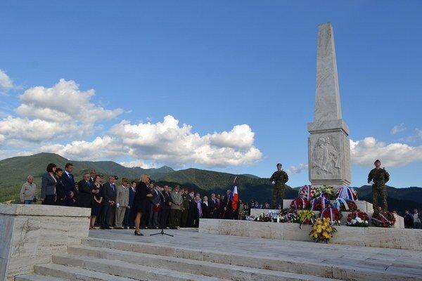 Pamätník francúzskych partizánov na vrchu Zvonica.
