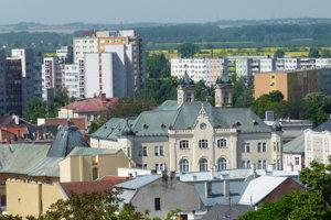 Levický okres je rozlohou najväčším na Slovensku. Za ostatných 20 rokov sa počet jeho obyvateľov znížil o takmer 10-tisíc obyvateľov.