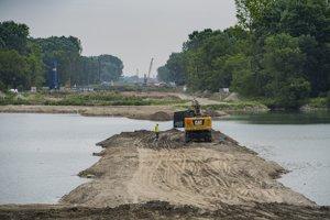 Stavebné práce na projekte obchvatu Bratislavy (D4 a R7) medzi Bratislavou a Rusovcami.