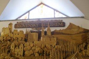 Slovenský betlehem je prepracovaný do detailov.