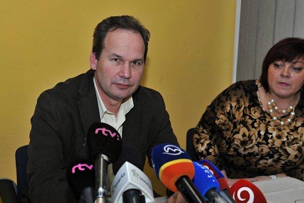 Riaditeľ žilinskej nemocnice Ivan Mačuga a námestníčka Gabriela Tvrdá na dnešnom brífingu k mimoriadnej situácii v nemocnici.