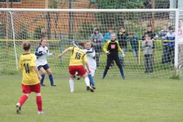 Žiačky zo ZŠ Oravské Veselé v zápase proti ZŠ Štiavnik.