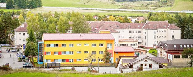 Súčasný vzhľad Hornooravskej nemocnice vTrstenej.