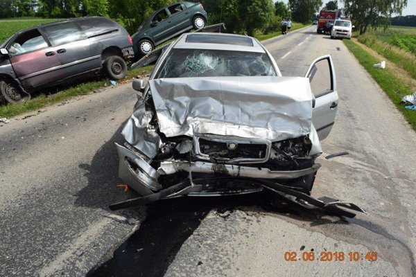 Najvážnejšia nehoda sa stala v okrese Galanta. Čeelne sa tam zrazili dve autá.