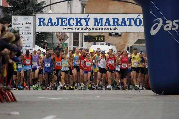 Na štart Rajeckého maratónu sa postavil rekordný počet účastníkov.