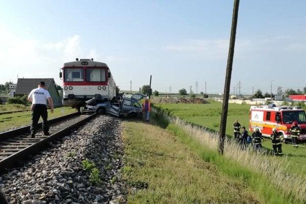Ranná dopravná nehoda sa skončila tragicky.