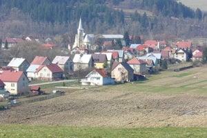 Do obce Raková sa sťahuje veľa ľudí zmiest.