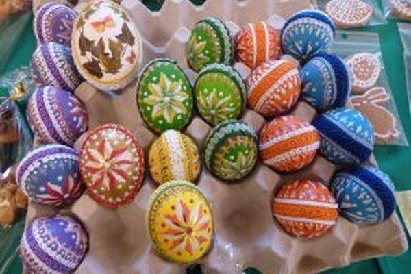 Na zdobených vajíčkach hrali prím tradičné veľkonočné motívy.
