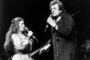 Po prvom nevydarenom manželstve s Vivian Libertovou si v roku 1968 zobral speváčku June Carterovú
