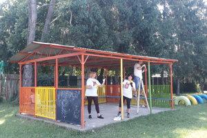 Takto dobrovoľníci pracovali v Materskej škole Komenského 2 v Michalovciach.