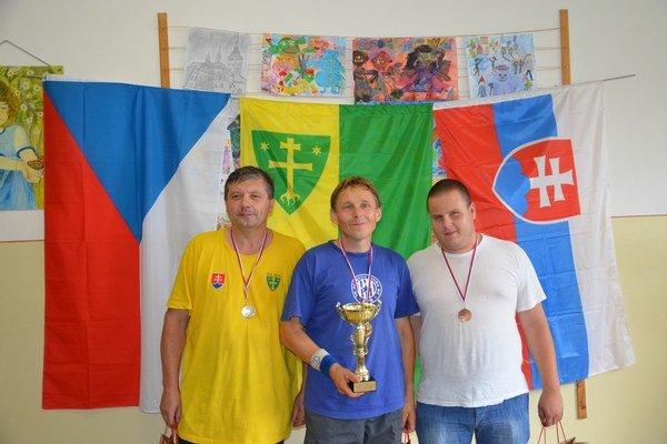 Trio najlepších - zľava: M. Husár (striebro), A. Kubáč (zlato) a H. Wilnrotter (bronz).