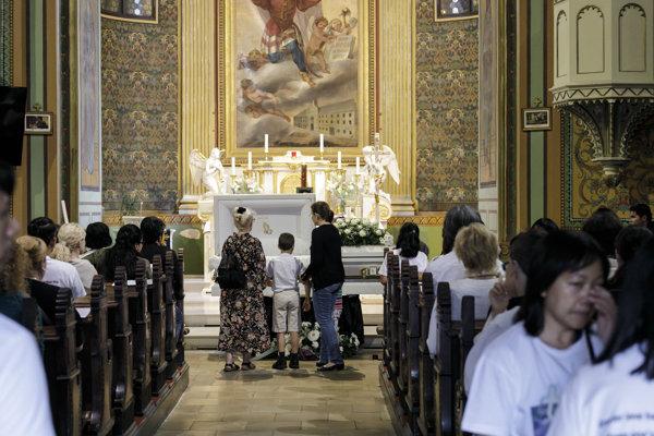 S Henrym sa rozlúčili na svätej omši v bratislavskom kostole Sv. Ladislava.