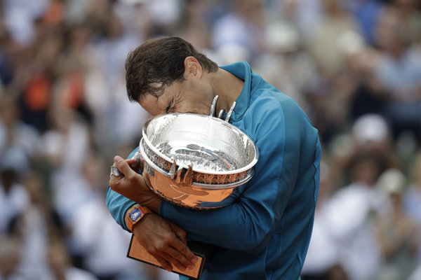 Rafael Nadal sa po jedenásty raz vo svojej kariére mohol tešiť z trofeje pre šampióna Roland Garros.