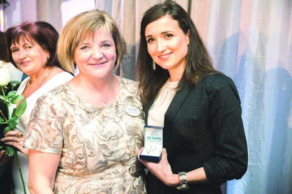 Martina Dubovcová (vpravo) získala za svoju prácu ocenenie Biele srdce.