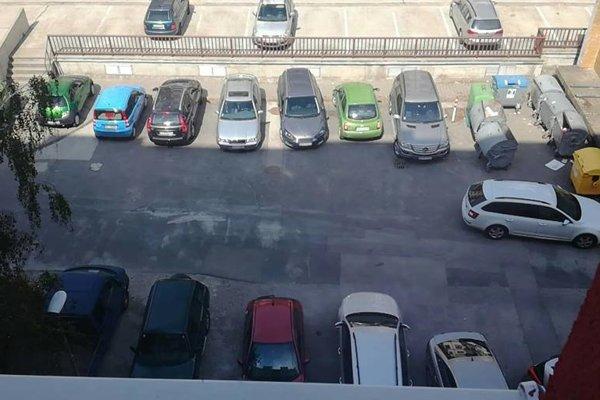 Ak sa tu podarí zaparkovať poobede, je to väčšinou náhodne.