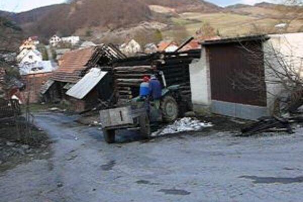 Ľudia v Lysici majú strach. V priebehu 5 týždňov zhorelo 5 budov. Ktoré bude ďalšie?