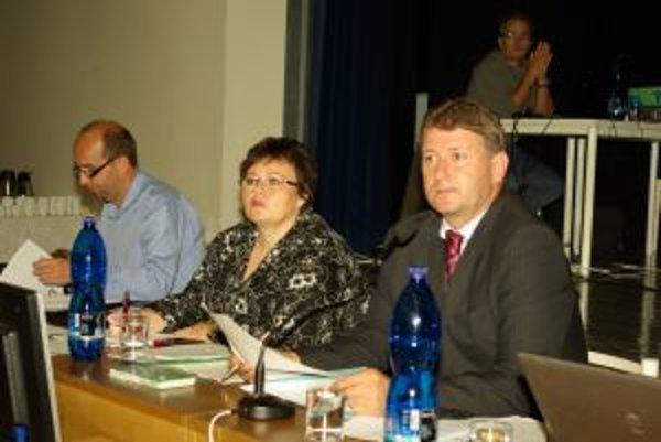Z mestského zastupiteľstva v Bytči. Primátor mesta Bytča Miroslav Minarčík bol spokojný, že poslanci odobrili niekoľko zaujímavých investičných zámerov.