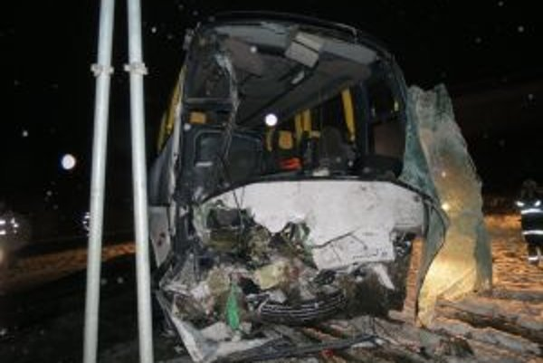 Takto skončil autobus po nehode. Jeho vodičom bol Michal Dubovec.
