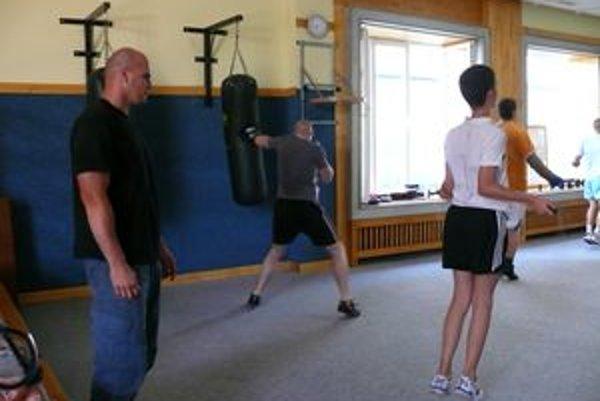 Tréningy prebiehajú pod prísnym dohľadom trénera Petra Jacuru.