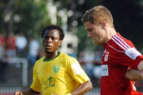 Babatounde Bello (na snímke zo zápasu s Banskou Bystrico) dal Nitranom dva góly.