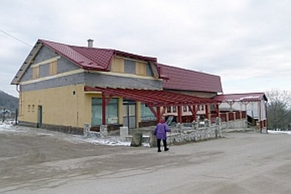 Budova bývalých potravín je zatiaľ nevyužívaná.